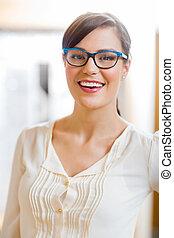 tragende gläser frau, in, kaufmannsladen
