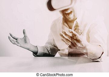 tragender kopfhörer, smartphone, buero, stadt, modern, virtuelle wirklichkeit, vr, schwimmbrille, geschäftsmann, gebrauchend, aussetzung