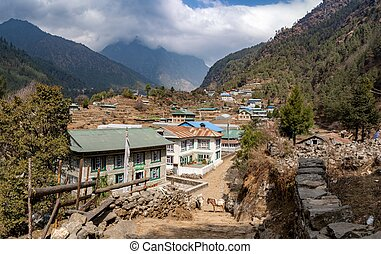 Trail from Lukla to Namche Bazaar