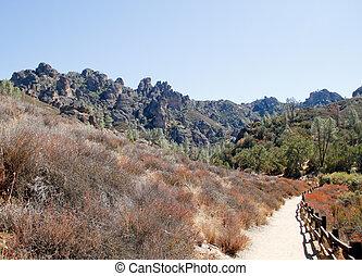 trail to pinnacles crag rocks