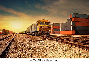 train cargaison, coucher soleil, plate-forme