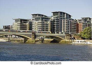 Train on London railway bridge