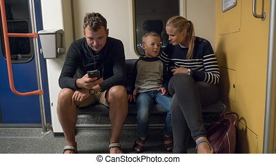 train souterrain, timelapse, parents, fils