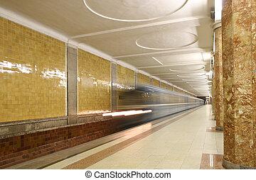train., station de métro