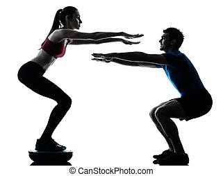 trainer, hockt, bosu, trainieren, frau, mann