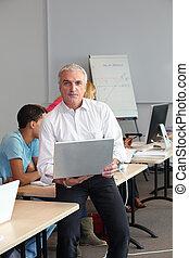 Trainer in computer room