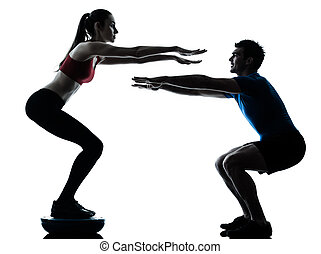 trainer, mann- frau, trainieren, hockt, auf, bosu