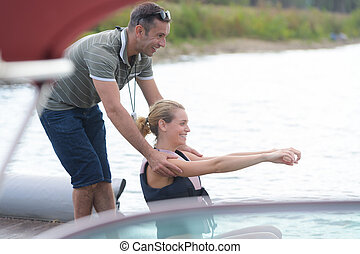 trainer, portie, vrouw, om te arriveren, in, water, pool