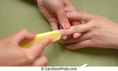 Training lesson manicure, cleans nails