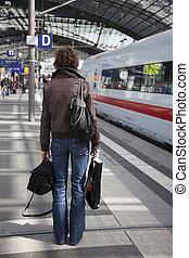 trainstation, donne