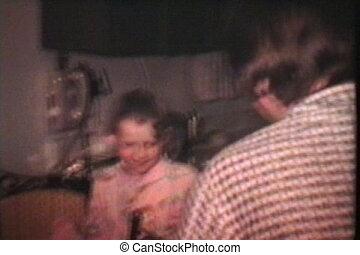 traite, gosses, paques, regard, (1975)