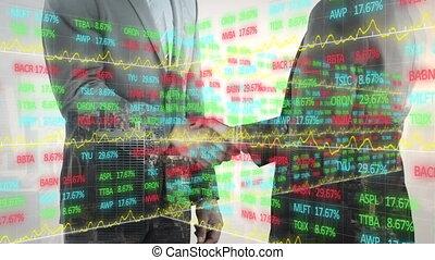 traitement, deux, homme affaires, données, mains secouer, marché, stockage, contre