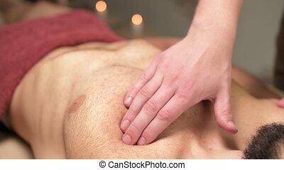 traitement, guérison, blessures, men., professionnel, rééducation, après, chest., pectoral, masage, muscle, athlètes