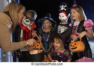 traiter, halloween, ou, tour, fête, enfants, heureux