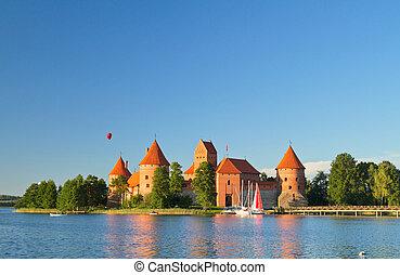 trakai, lituania, castillo