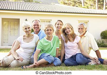traktere familie, sidde udenfor, drøm hjem
