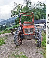 traktor, parkolt, képben látható, egy, hegyoldal, alatt, boussenac, franciaország