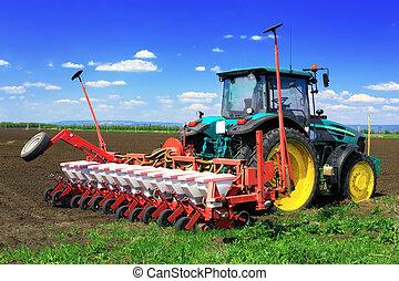 traktor, plöjning, den, fält, in, tidigt, spring.