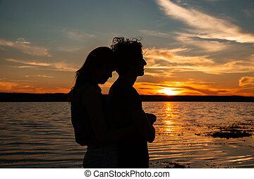 tramonto, coppia, silhouette, mare, abbracciare