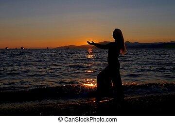 tramonto, donna, spiaggia., silhouette