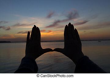 tramonto, incorniciatura, mani