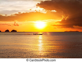 tramonto, spiaggia, con, bello, cielo
