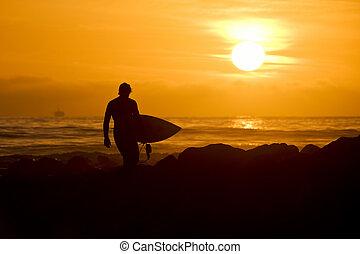 tramonto, surfer