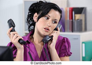 transactie, vrouw, twee, oproepen, telefoon
