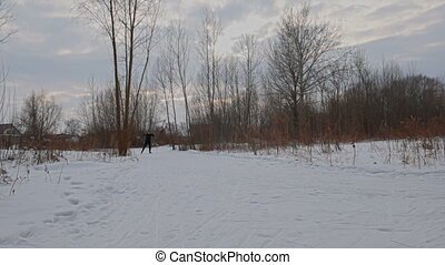 transnational, sur, ridge., homme, skieur