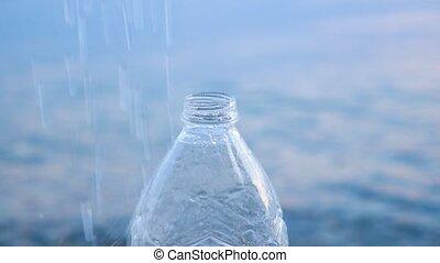 transparent, water., tomber, arrière-plan., chouchou, remplissage, naturel, plastique, bottle., gouttes, beau, mer, versé, frais, frais, bleu, waterdrops, bouteille, boire, pureté, vide, eau