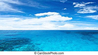 transparente, océano, y, cielo nublado