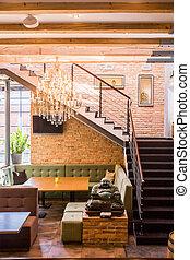 trappa, ett slags tvåsittssoffa, restaurang
