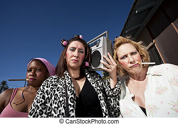 trashy, tres mujeres