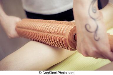 tratamento, salão, massagem, jovem, maderotherapy, mulher, spa