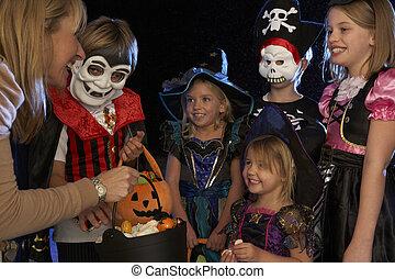 tratando, dia das bruxas, ou, truque, partido, crianças, feliz