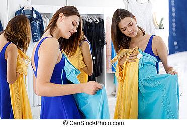 tratar, mujer, vestido, habitación, prueba