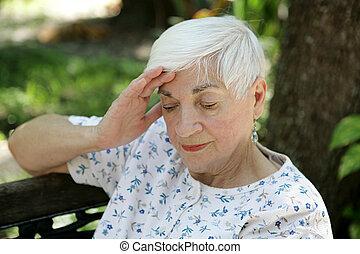 traurige , älter, mit, kopfschmerzen