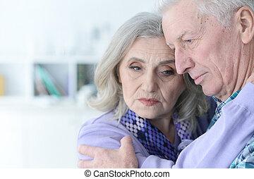 traurige , ältere paare