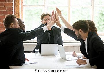 travail, affaire, business, donner, après, haut cinq, équipe, fermer, heureux