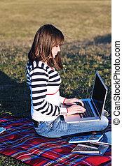 travail, ordinateur portable, extérieur, jeune fille