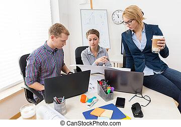 travailler ensemble, dans, bureau