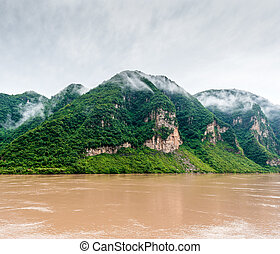 Travel by boat on the Yangtze River