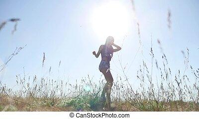 travel., niña, en, verano, en, el, campo, viajes, en, naturaleza, grass., mujer, luz del sol