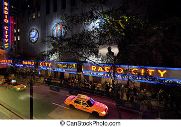 Travel Photos of New York - Manhattan - Yellow taxi cab at...