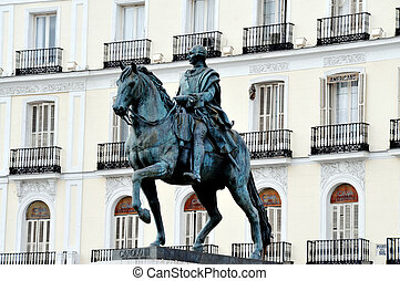 Travel Photos of Spain - Madrid Cityscape - Statue in Plaza...