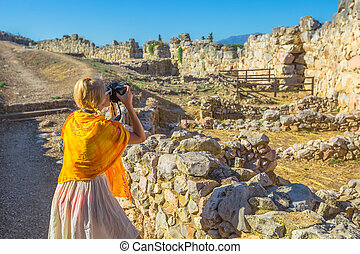 Travel woman photographer