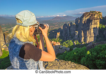 Traveler woman photographer