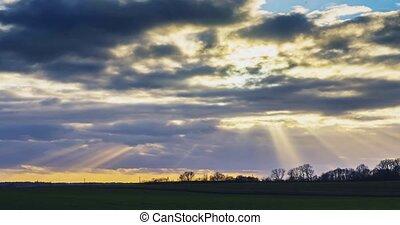 travers, ciel, en mouvement, rayons soleil