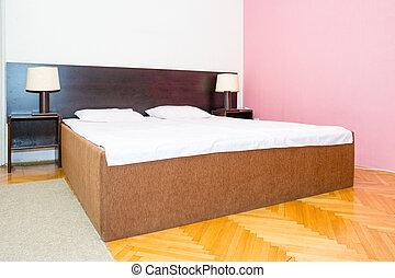 travesseiros, dois, cama, lâmpada, lado cama, folhas, branca, lado