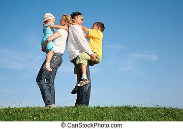 trawa, niebo, rodzina